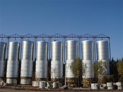 100吨盘管加热储罐